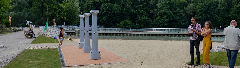 Plages de sable et d'herbe équipées de douches sur le site le Watissart